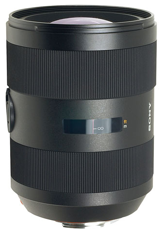 Large Aperture Wide Angle Zoom Lens