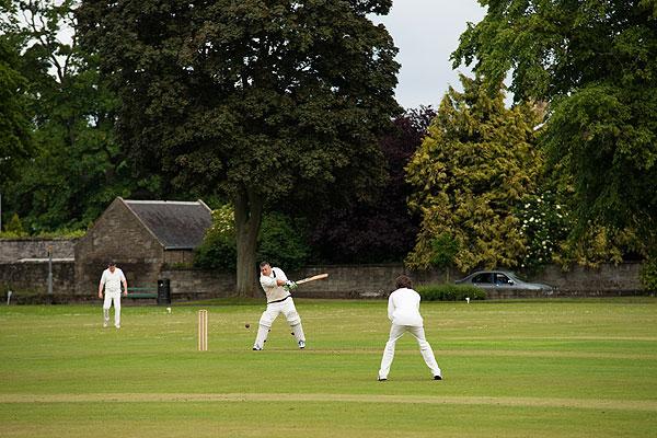 cricketerhitting2-200mmf5-500th-320